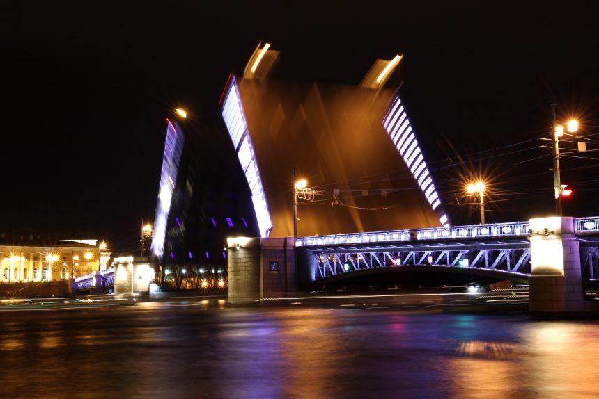 Дворцовый мост разводка Нева