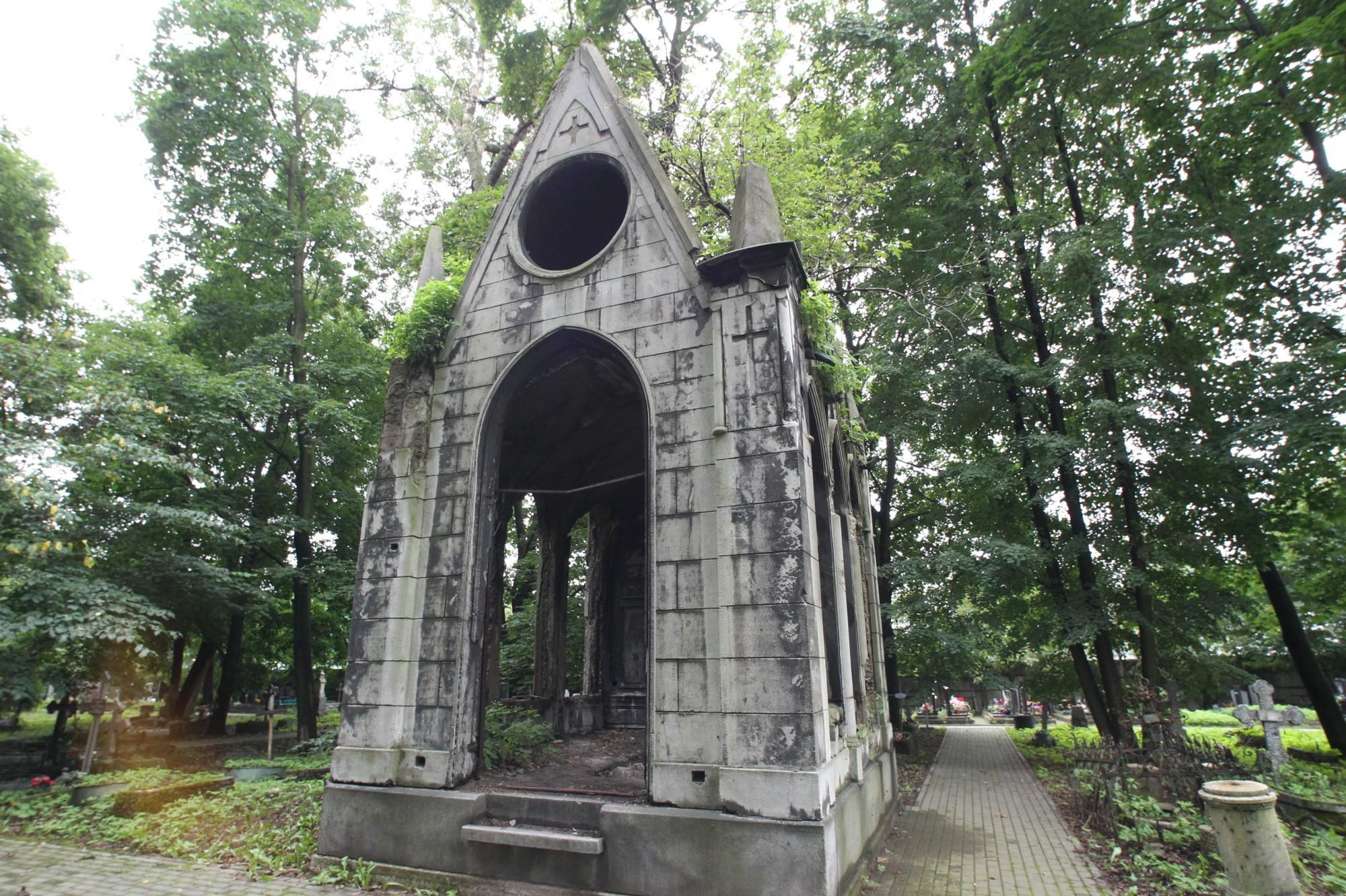 Новодевичье кладбище спб
