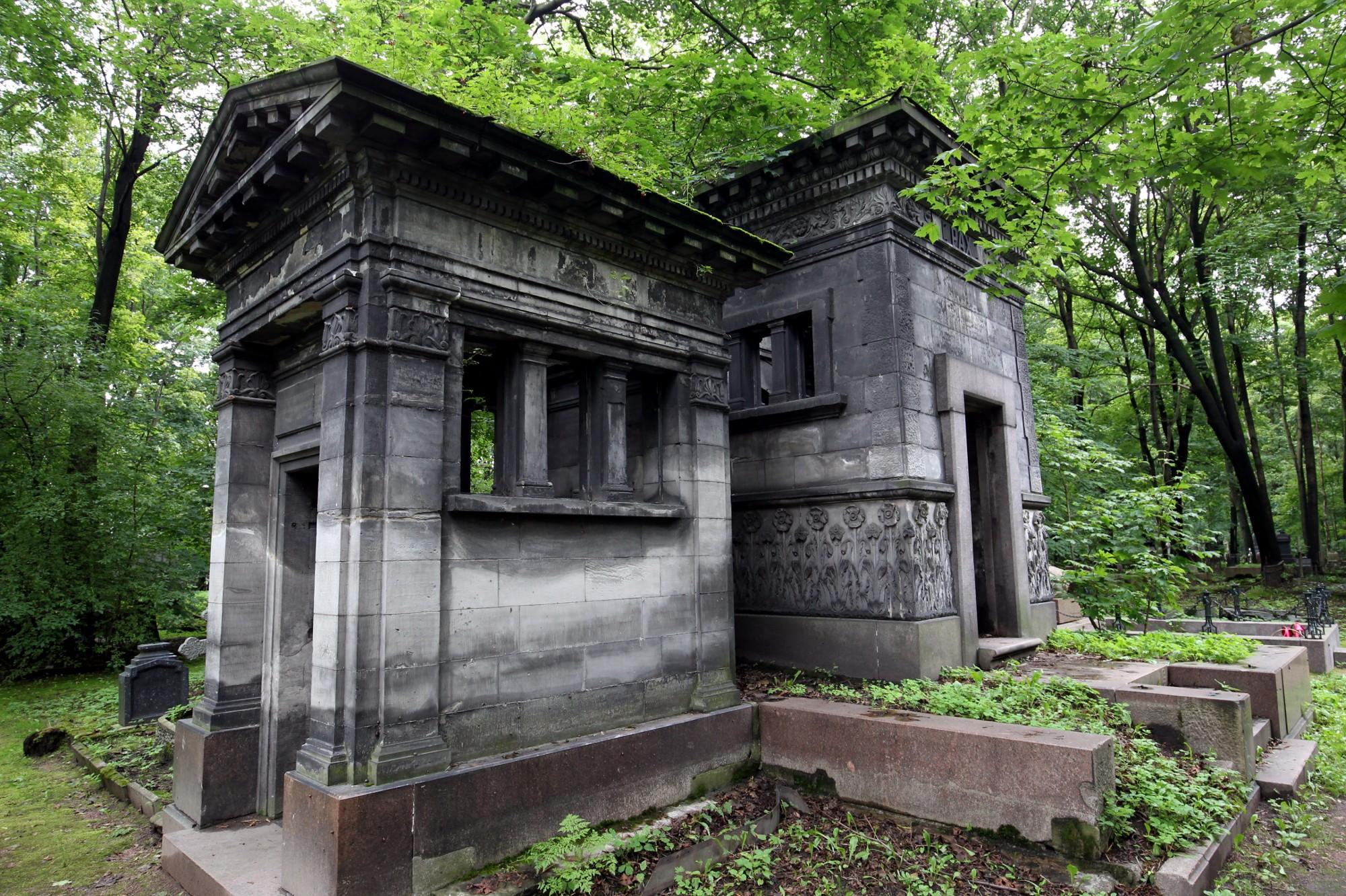 Новодевичье кладбище в Спб