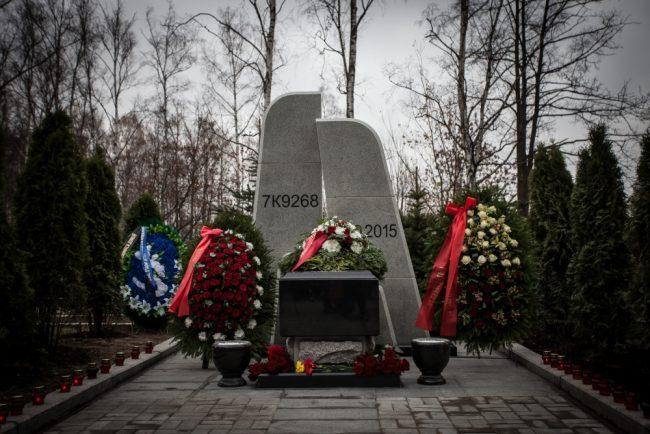 памятник сложенные крылья теракт на синайском полуострове серафимовское кладбище