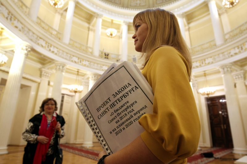 Внесение флэшки: проект городского бюджета-2018 передан в Законодательное Собрание