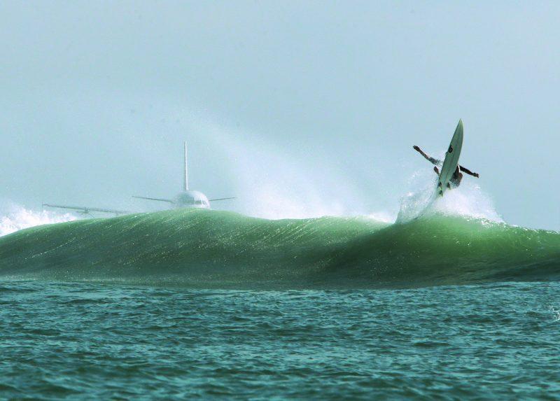волны самолёт серфинг фотовыставка Невское время