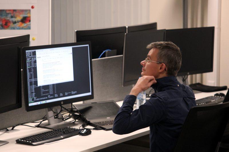 Политехнический университет открытие лаборатории Промышленные системы искусственного интеллекта компьютер