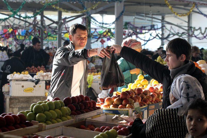 Узбекистан Ташкент рынок торговля фрукты