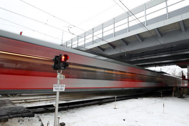 Поклонногорский путепровод строительство железная дорога светофор знак опасность берегись поезда ласточка