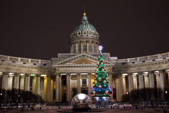новогоднее оформление Казанский собор ёлка вертеп