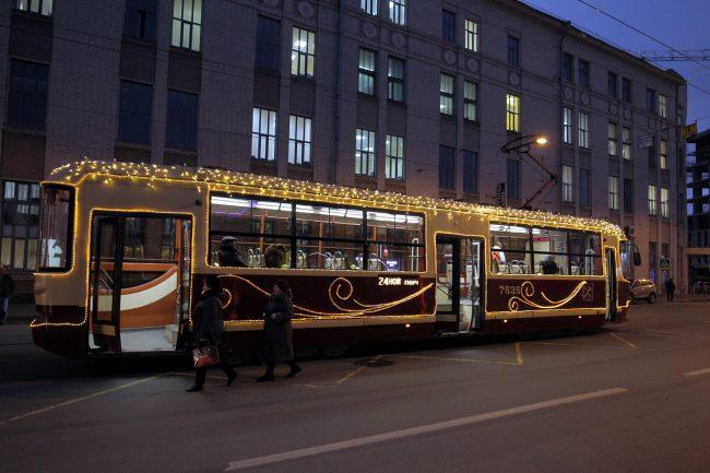 трамвай ЛМ-86М2 новогоднее убранство Новый год