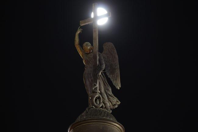 IMG_0744  суперлуние полнолуние луна ночь петербург александрийский столб главный штаб главного штаба арка здание дворцовая площадь александровская колонна столп ангел
