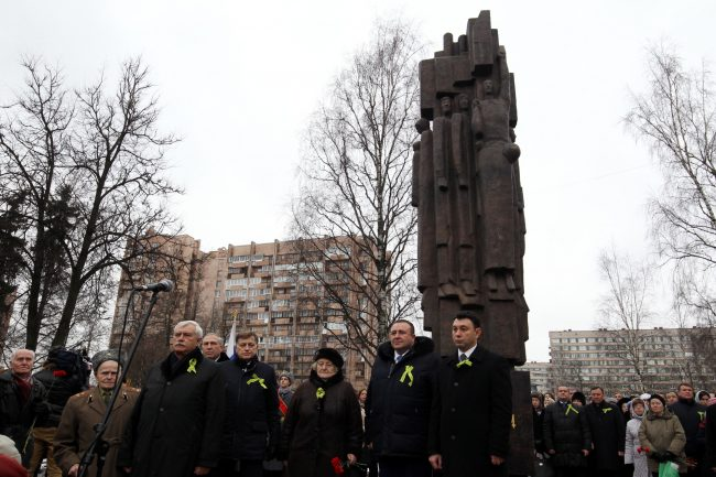 памятник мужеству ленинградцев площадь Мужества