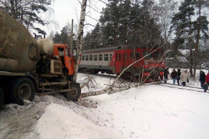 дтп авария упавшее дерево железнодорожные пути электричка