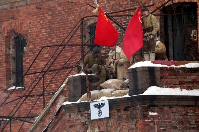 красное знамя реконструкция Сталинградская битва Красная Армия захват штаба свастика