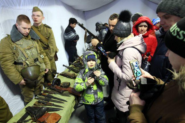 Дворцовая площадь выставка военной техники 23 февраля оружие дети