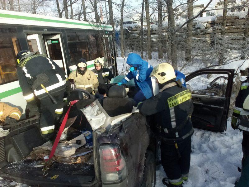 дтп авария столкновение автобус МЧС гидравлический инструмент
