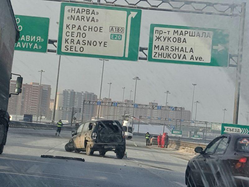 Две дорожные аварии затруднили движение на КАД и Московском шоссе