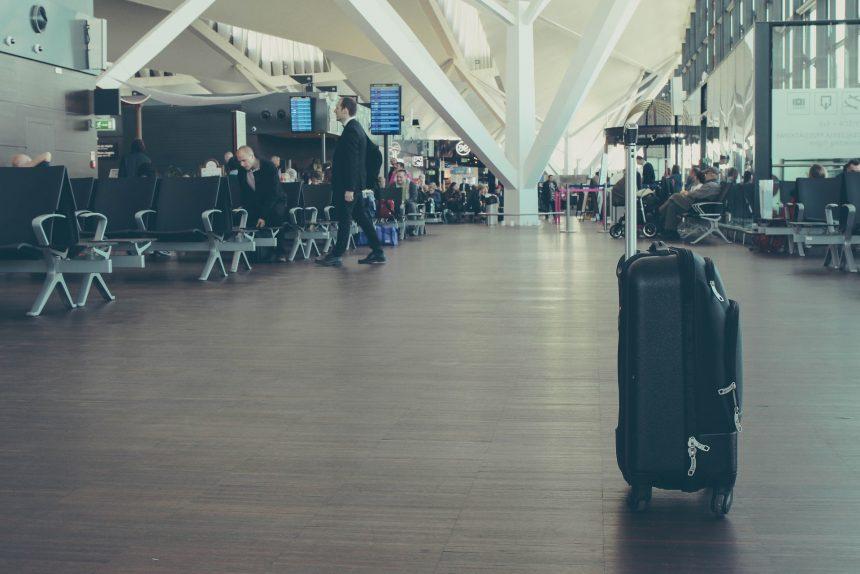 багаж, чемодан, аэропорт