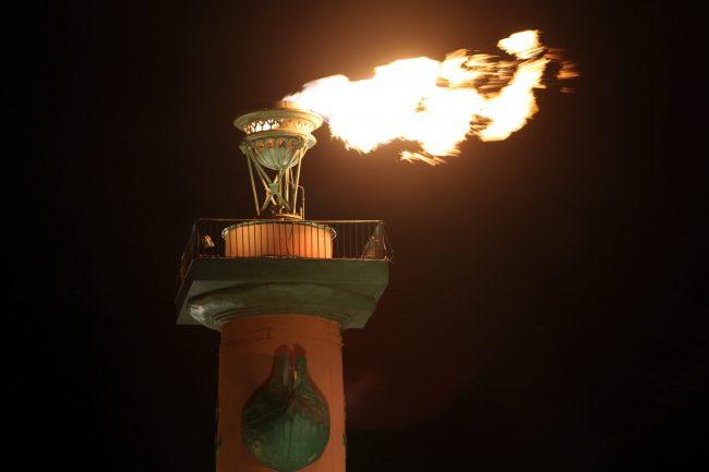 Ростральная колонна огонь факел