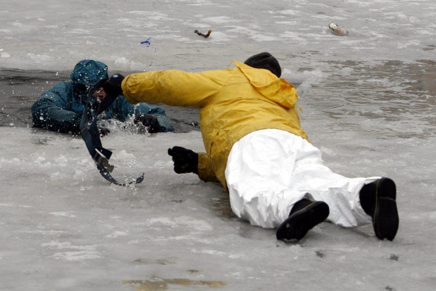 спасатели лёд спасение из полыньи