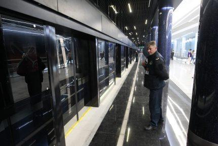 новокрестовская метро вагон