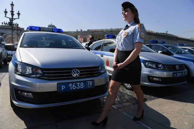 полиция автомобили красивая девушка полицейская