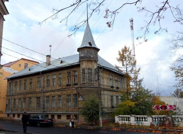 Дом купца Волкова в Ораниенбауме Еленинская улица деревянное зодчество памятник архитектуры