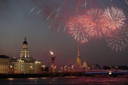 салют нева петропавловская крепость ростральные колонны день победы 9 мая