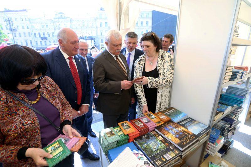 Петербургский международный книжный салон Георгий Полтавченко Александр Говорунов