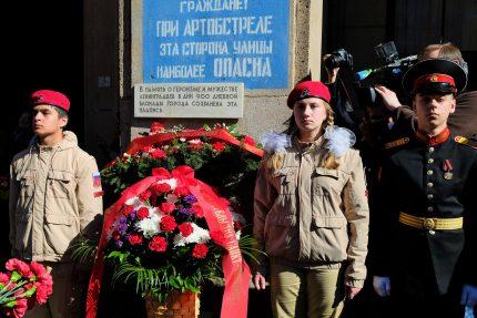возложение цветов день победы при артобстреле эта сторона улицы невский 14 ветераны