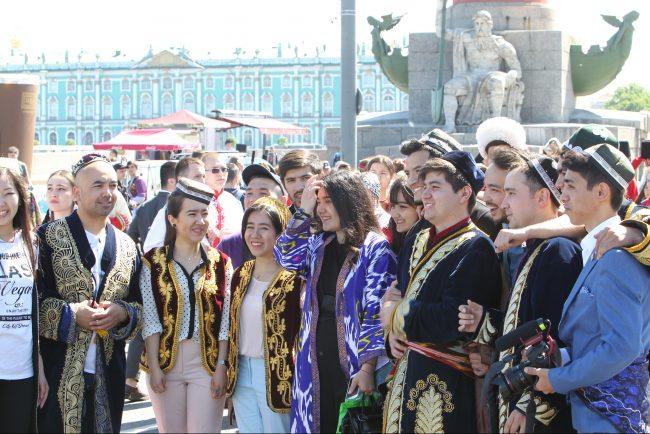 бал национальностей национальный костюм шествие день города
