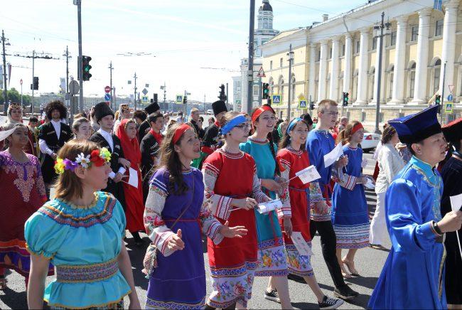 бал национальностей национальный костюм день города шествие