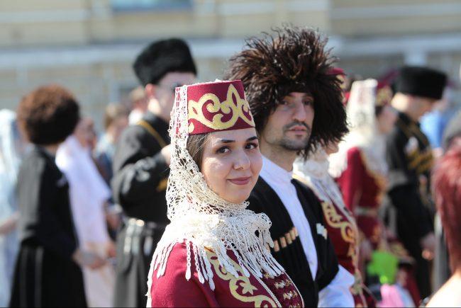 бал национальностей национальный костюм грузины день города
