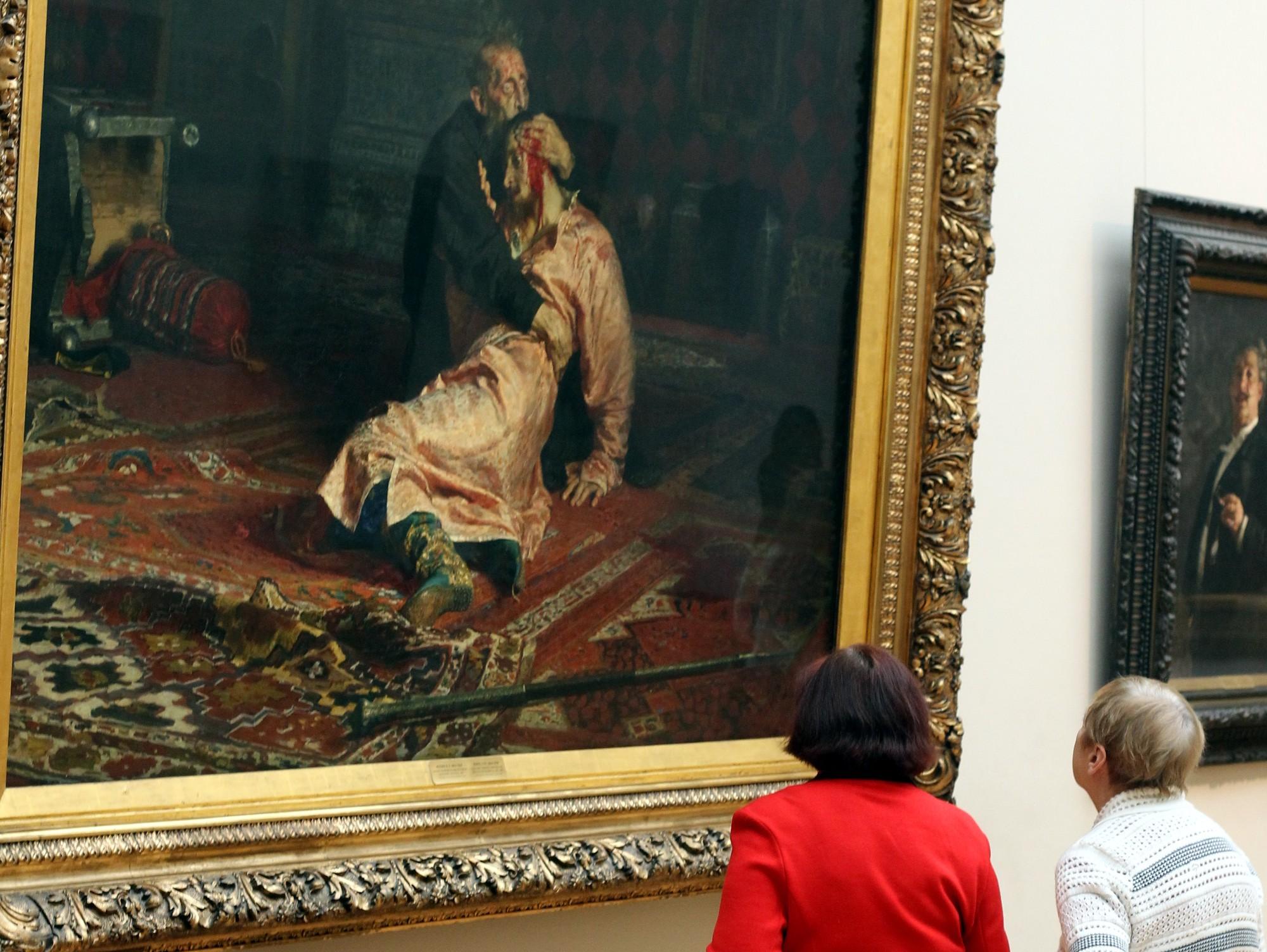 Вандал повредил в Третьяковской галерее драгоценную картину Репина