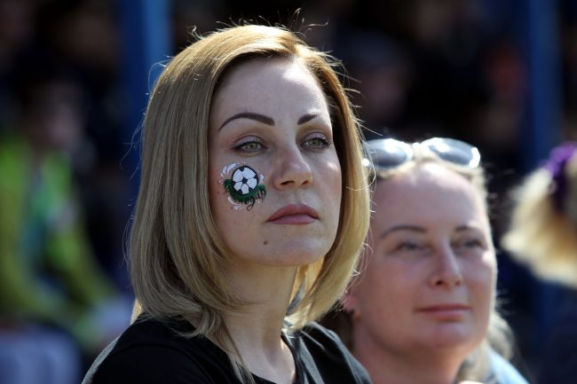 красивая девушка футбольный фанат болельщица аквагрим футбольный мяч