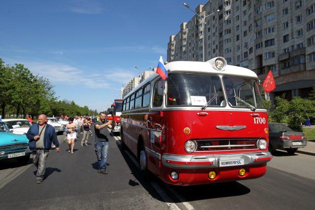 парад ретротранспорта автобус икарус
