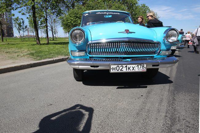 парад ретротранспорта автомобиль волга