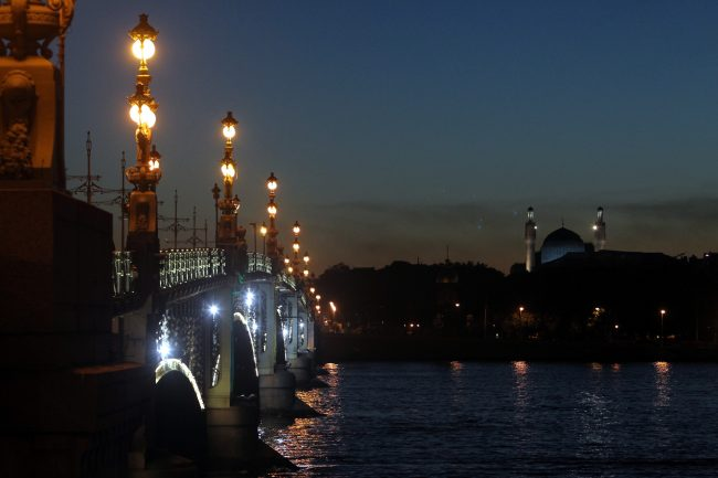 Троицкий мост Нева подсветка