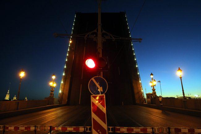 Троицкий мост разведённый