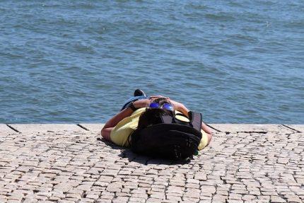 солнце жара загар река вода набережная