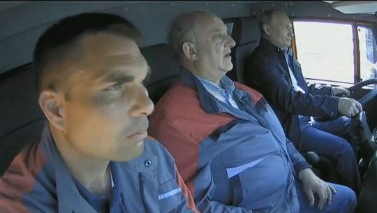 Владимир Путин и строители в кабине КАМАЗ открытие Керченского моста