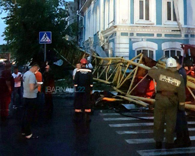 МЧС ликвидация последствий урагана Барнаул падение крана