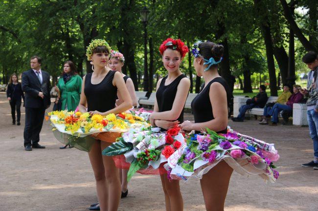 фестиваль цветов цветы костюм девушки танец