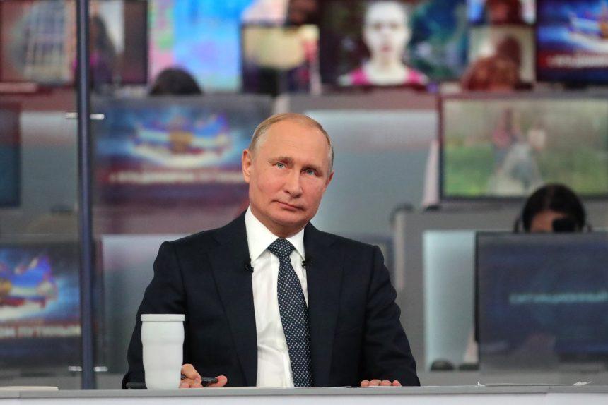 """Путин предложил с 2020 года запустить программу """"Земский учитель"""""""