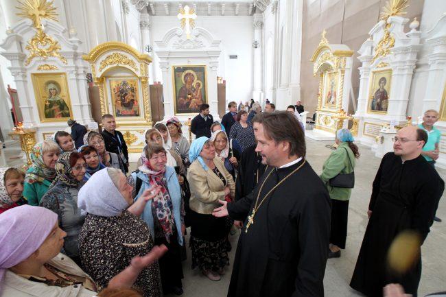 Смольный собор настоятель протоиерей Пётр Мухин
