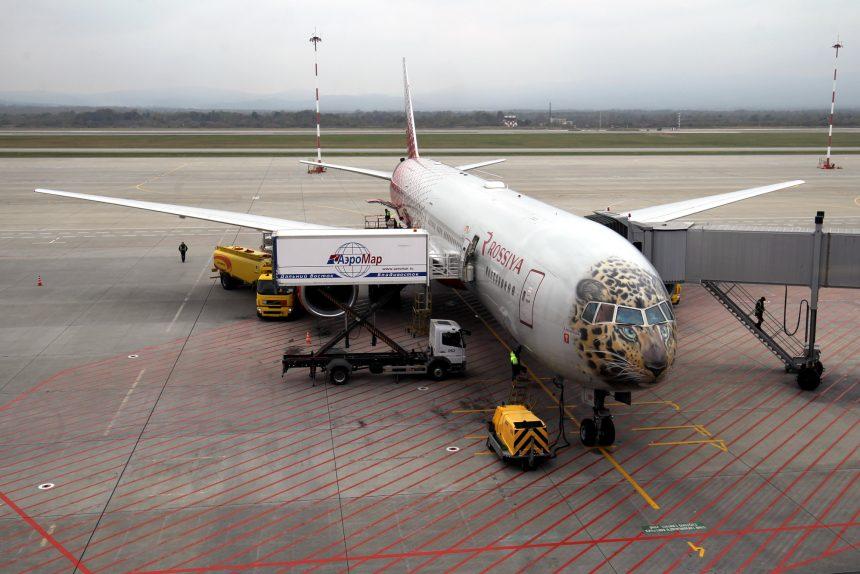 леолёт самолёт авиалайнер аэропорт Владивосток