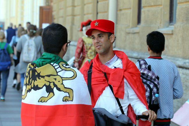 Трое из Марокко: как живут болельщики, приехавшие в Петербург на фургончике