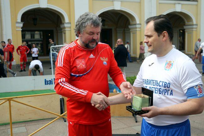 футбол матч между командой правительства и сборной болельщиков Эдуард Латыпов Павел Белов