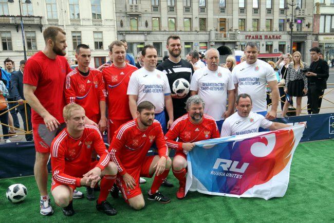 футбол матч между командой правительства и сборной болельщиков