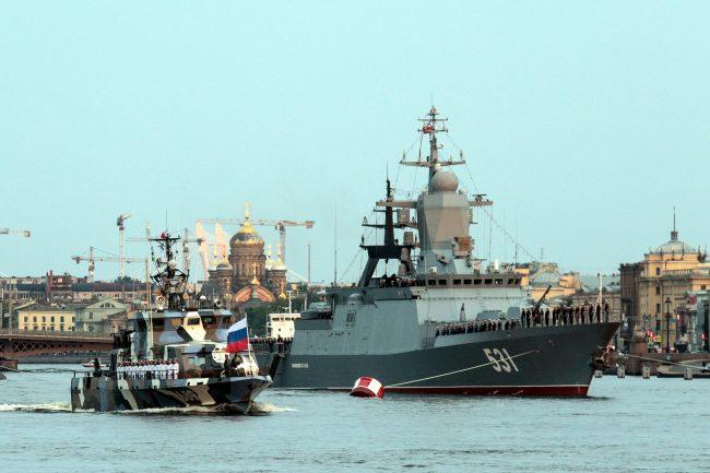 репетиция военно-морского парада военные корабли корвет Сообразительный