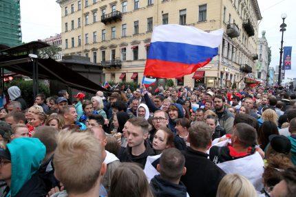 фанаты болельщики сборной России ЧМ-2018 флаг