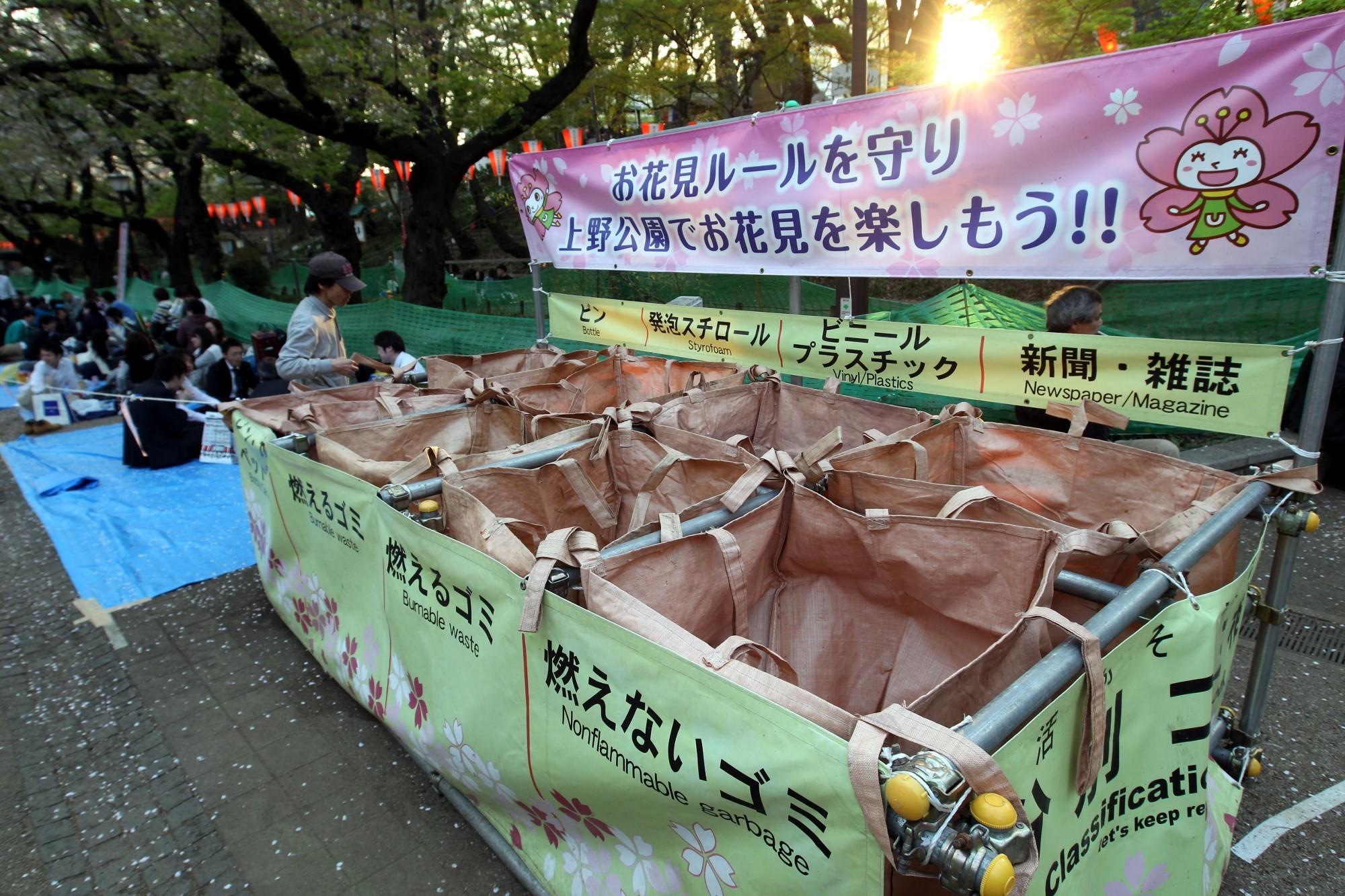 раздельный сбор мусор отходы вторсырьё Токио Япония
