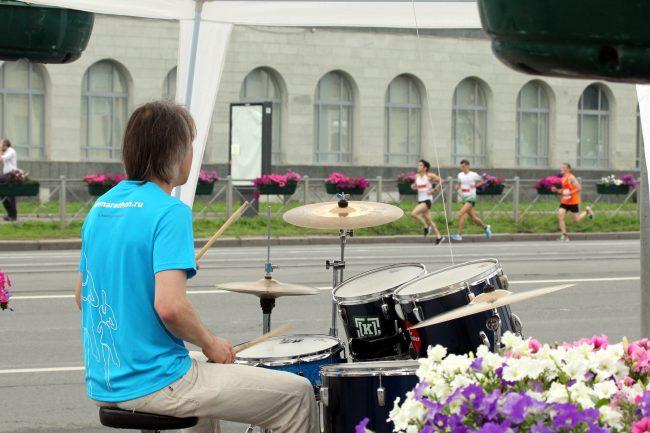 бег лёгкая атлетика марафон Белые Ночи барабанщик музыкант